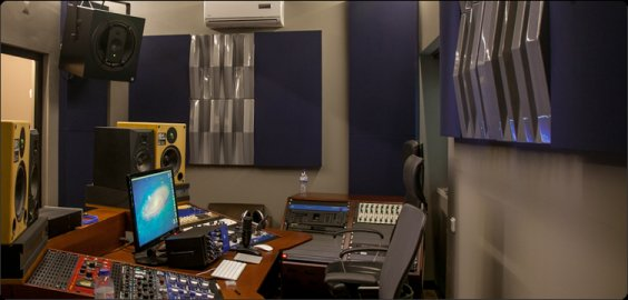 Jocavi acoustic diffuser Tuneflector wall mounted in professional studio
