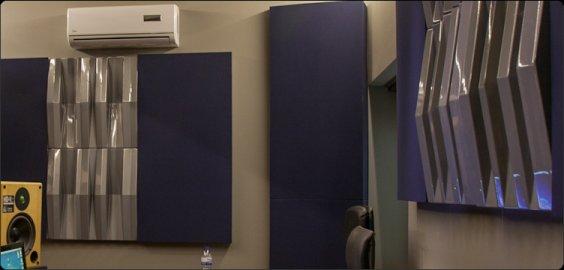 Grey Jocavi acoustic diffuser Tuneflector wall mounted in studio